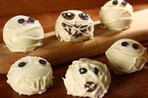 Mummy Cookie Balls 300x199 Fun Halloween Party Treats