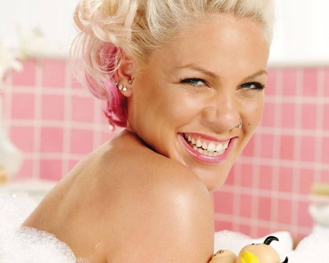 P Nk Hairstyles: Women Crush -GirlfriendsMeet Blog